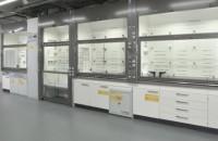 Вытяжной шкаф для химической лаборатории: не только специальное оборудование, но и необходимость